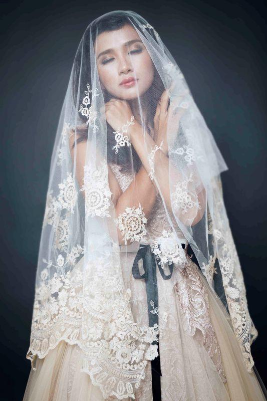 Kim Tuyến ma mị và kiêu sa - sao showbiz