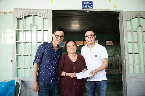 MC Anh Quân rủ Hương Giang Idol và Kim Dung đi từ thiện