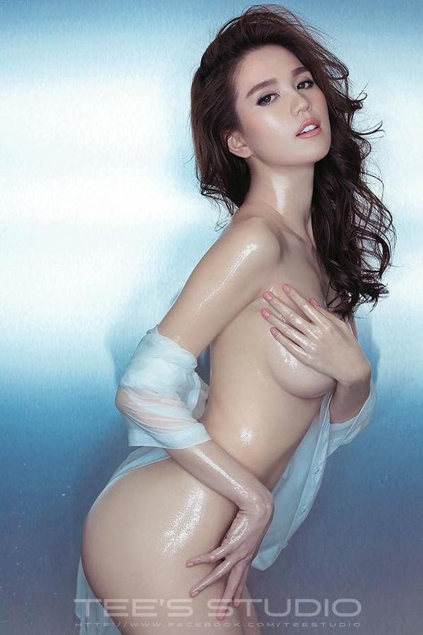 Stylist Chung Thanh Phong vừa đăng tải hình ảnh mới nhất của