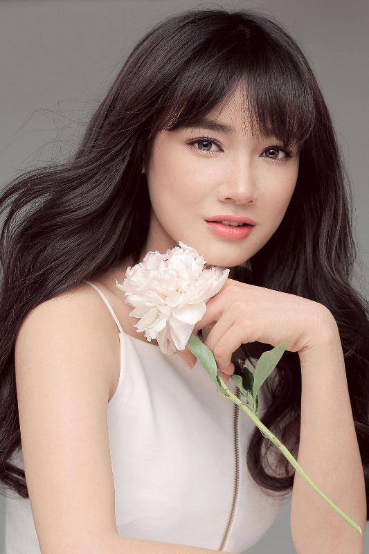 Nhã Phương đẹp mong manh trong thiết kế của Chung Thanh Phong