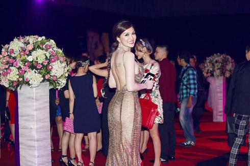 Oanh Yến kiêu sa trước khi đi thi Hoa hậu