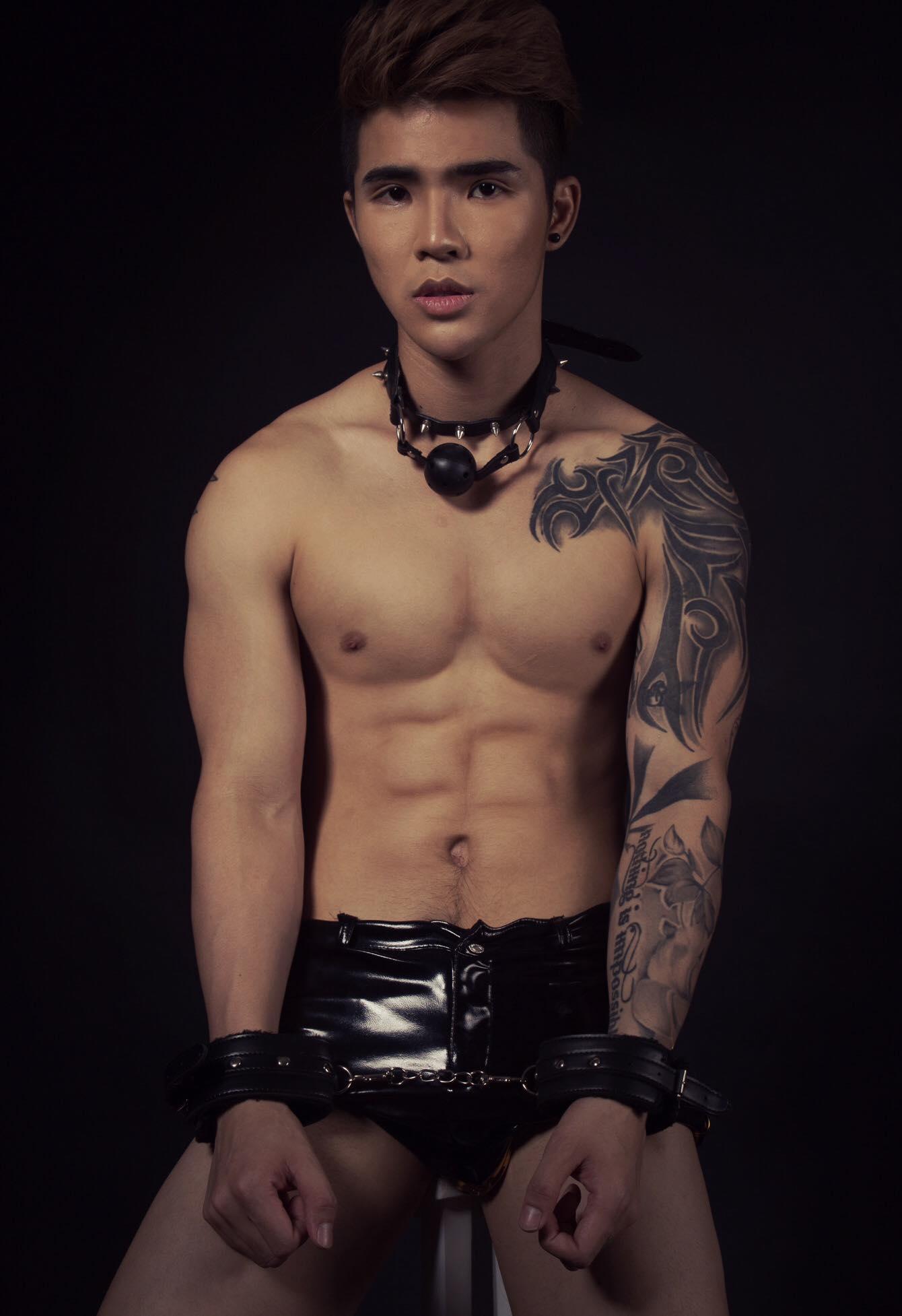 Tony Tân nude táo bạo ủng hộ người đồng tính