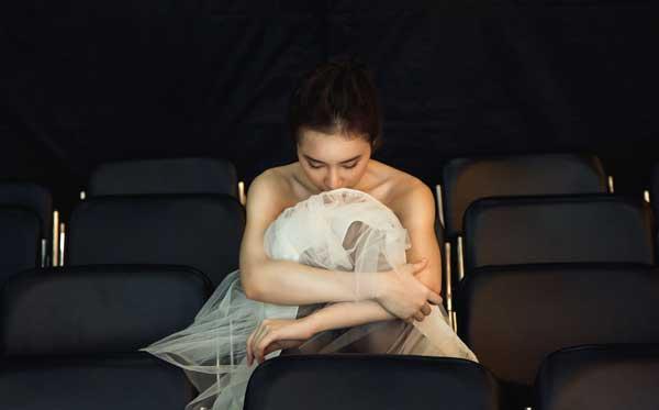 Angela Phương Trinh hóa thiên nga bán nude