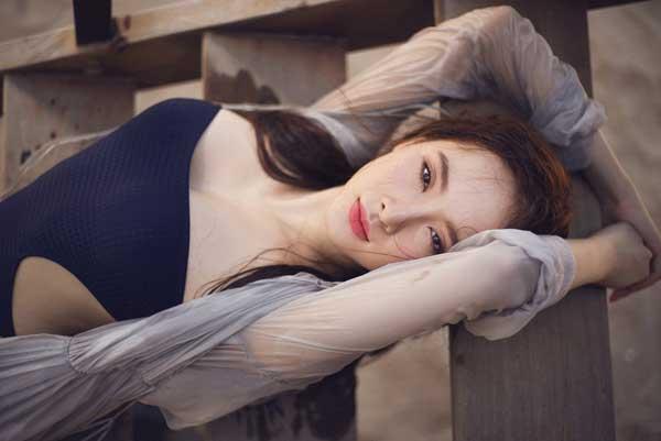 Angela Phương Trinh gợi cảm bikini