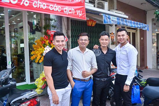 Hot boy du lịch Chinh Nguyễn