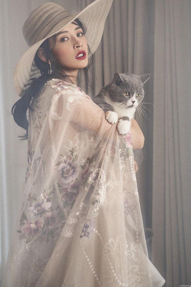 Chi Pu vui hóa tiểu thư bên Mèo
