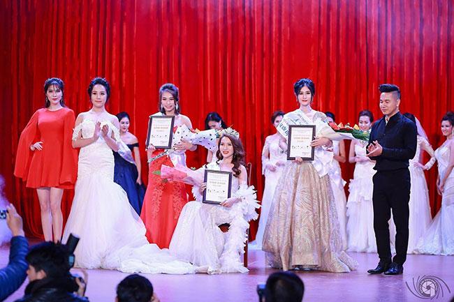 Người đẹp TpHCM đoạt vương miện Hoa khôi Thời trang Việt Nam 2017
