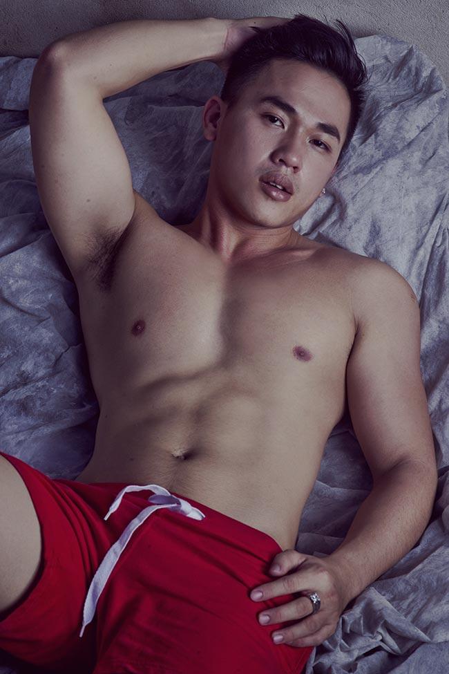 Huỳnh Thanh Lịch khoe body đón tết