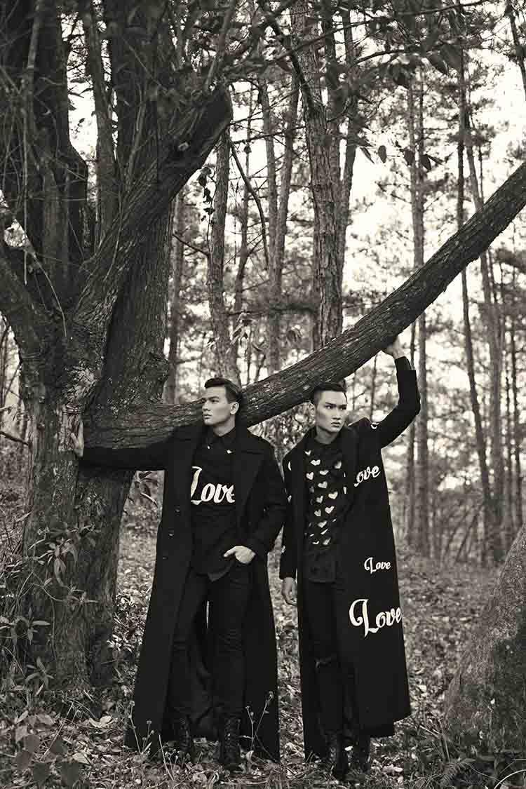 Người mẫu Lê Xuân Tiền, Huy Quang hóa thân thành đôi tình nhân với trang phục có họa tiết trái tim hay dòng chữ Love tượng trưng cho tình yêu đôi lứa
