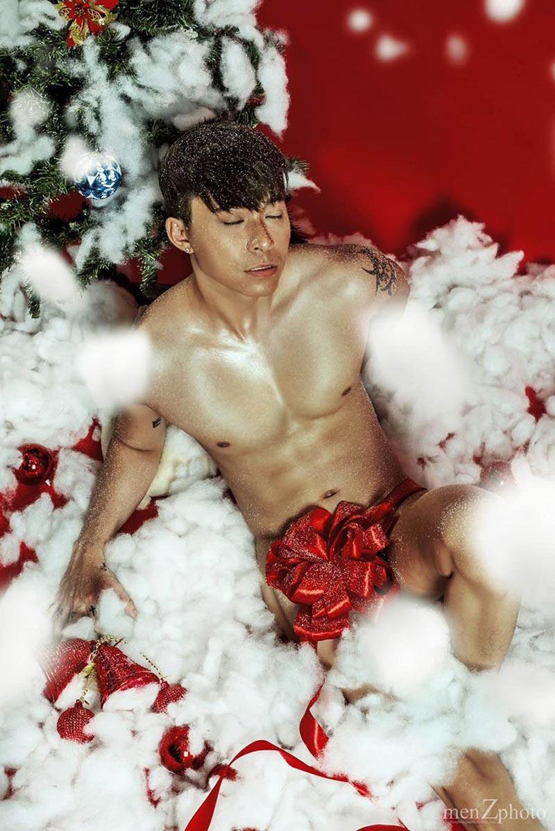 Max Lee đốt cháy giáng sinh với bộ ảnh mới