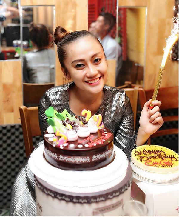 Hotgirl Nhật Thảo giản dị đón sinh nhật cùng bạn thân
