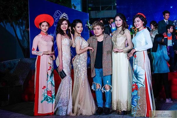 Chuyên gia Phạm Tuân chấm thi cùng Hoa khôi Thanh lịch Trần Linh Chi
