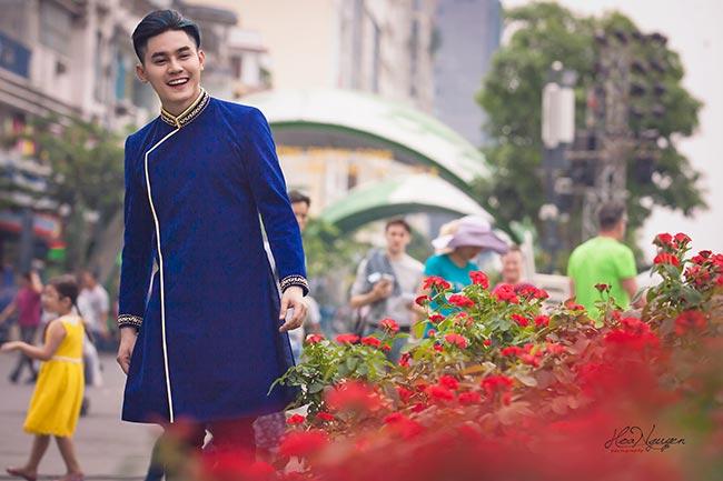 Phước Ngọc Lê thả hồn trong tà áo dài Việt ngày Xuân