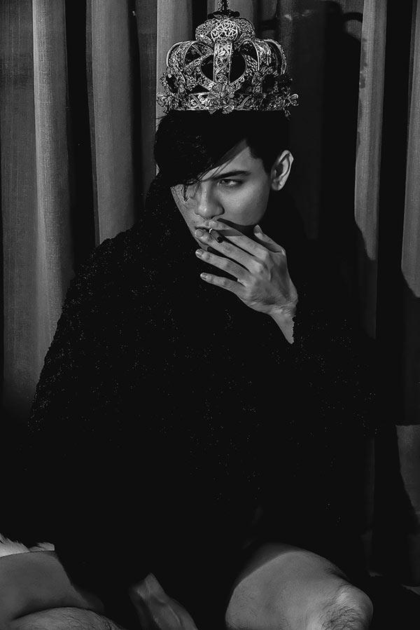 Rocky - chàng mẫu điển trai hóa hoàng tử bóng đêm Halloween đầy táo bạo