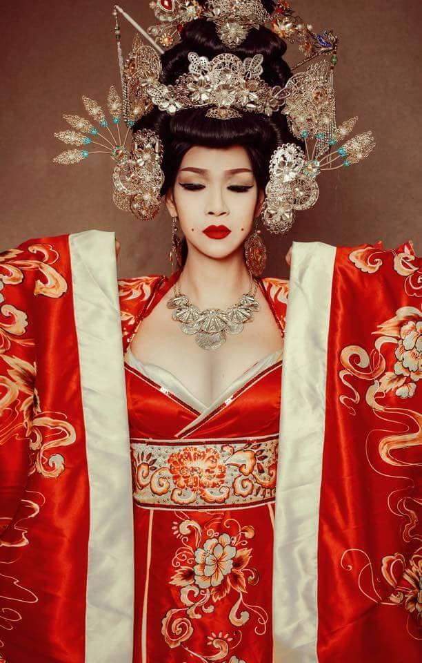 Sim Sữa đã giúp hoa hậu chuyển giới Trương Hạ Vy hoá thân thành Võ Tắc Thiên đẹp lộng lẫy