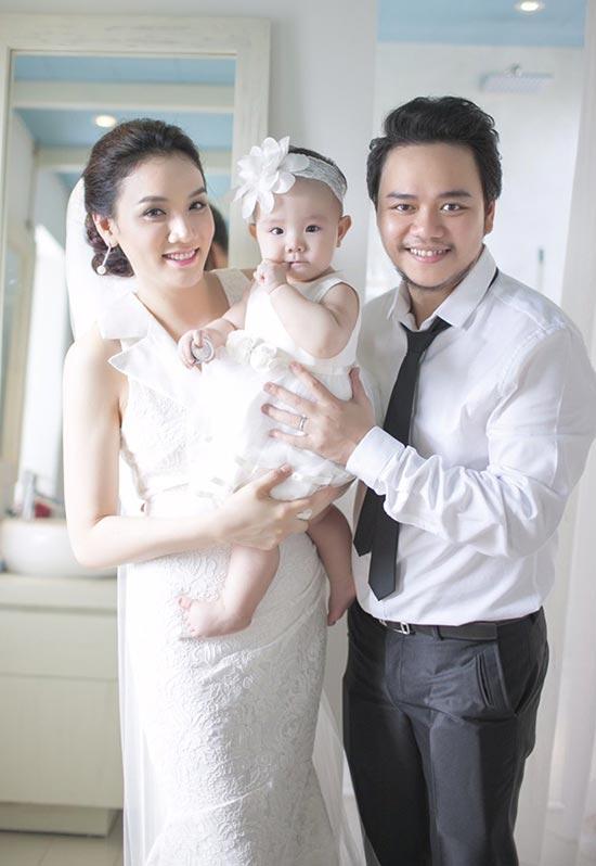 Người mẫu Trang Nhung hạnh phúc bên chồng con