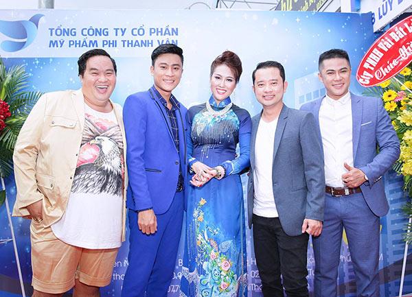 Á Vương Cao Thiên Phước diện vest lịch lãm cuốn hút tại sự kiện Phi Thanh Vân