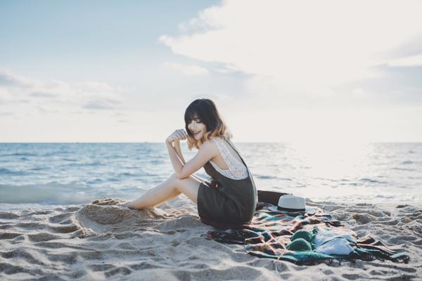 Bùi Bích Phương vừa hoàn tất chuyến lưu diễn châu Âu, lập tức phát   hành sản phẩm mới là MV 'Sâu trong em' - single cô ra mắt từ đầu tháng   4. Thời điểm này, Bùi Bích Phương cũng quyết định lấy nghệ danh đầy đủ   họ tên, thay vì tên gọi Bích Phương Idol như trước kia