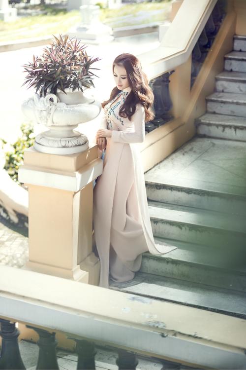 ca sĩ hải ngoại Lam Anh hoài cổ áo dài