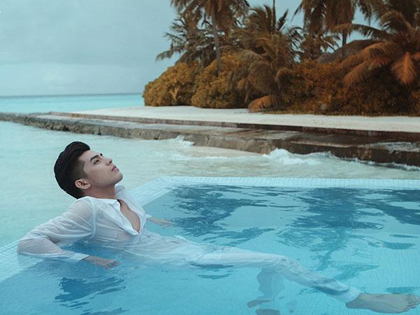Noo Phước Thịnh vừa hé lộ một số hình ảnh và trailer của phim ngắn 'Love in Maldives - Chuyện tình Maldives'.Đây là dự án phim ngắn của nam ca sĩ, còn Thủy Tiên đóng vai trò khách mời.