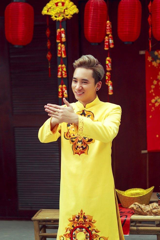 Phan Mạnh Quỳnh tung ảnh chúc xuân khán giả