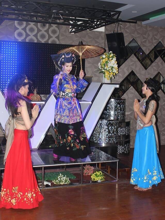 Nữ ca sĩ Hạ Vy liều lĩnh mang Chầu văn vào minishow