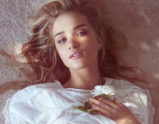 Rosie Huntington Whiteley nắng mai